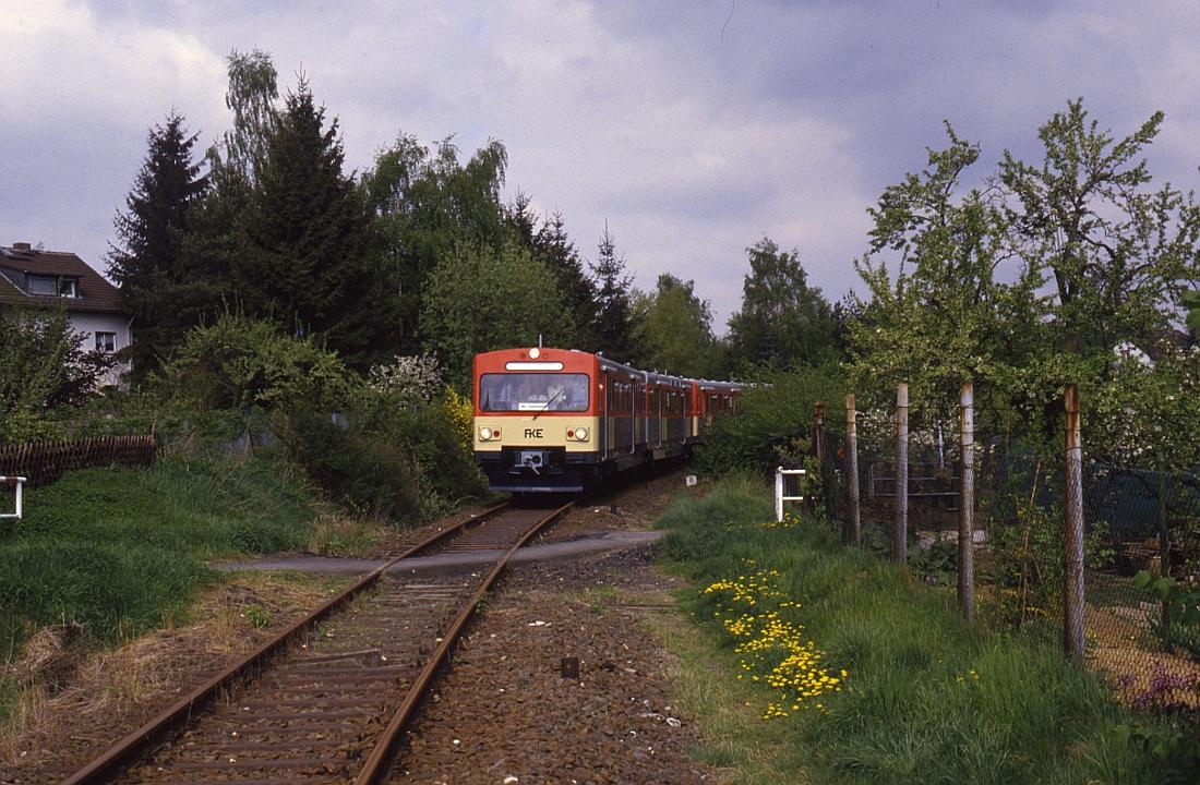 http://www.onkel-wom.de/bilder/db_aartalbahn/aartal_02-101.jpg