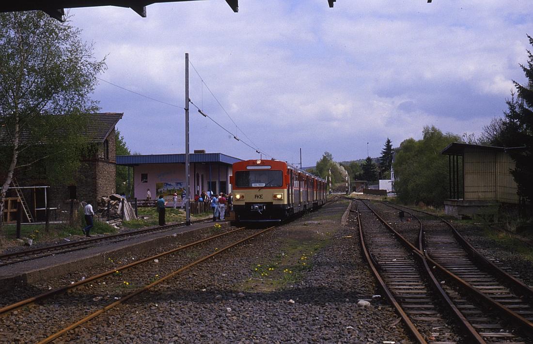http://www.onkel-wom.de/bilder/db_aartalbahn/aartal_02-104.jpg