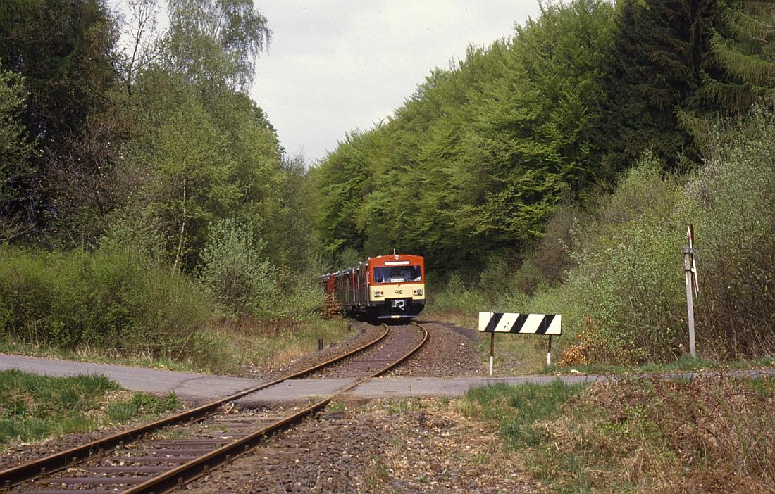 http://www.onkel-wom.de/bilder/db_aartalbahn/aartal_02-114.jpg