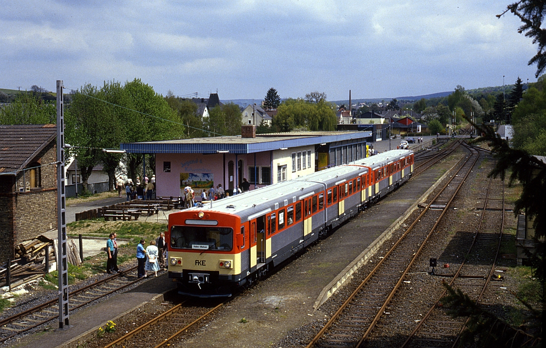 http://www.onkel-wom.de/bilder/db_aartalbahn/aartal_02-117.jpg