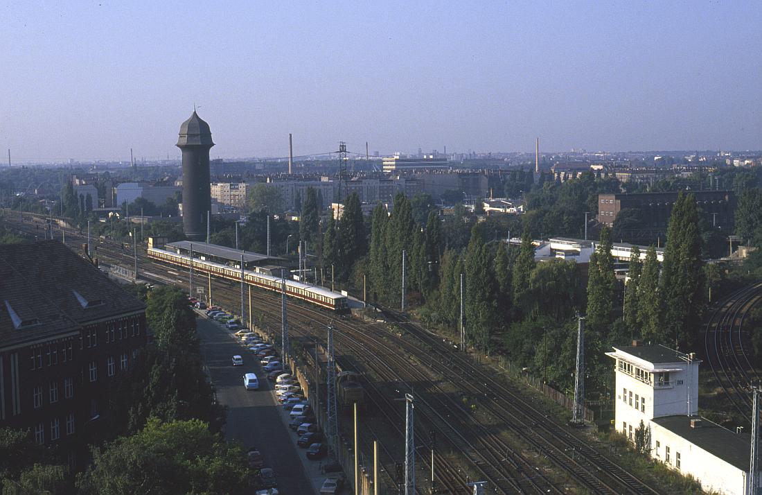 http://www.onkel-wom.de/bilder/straba_berlin/straba_b_09-105.jpg
