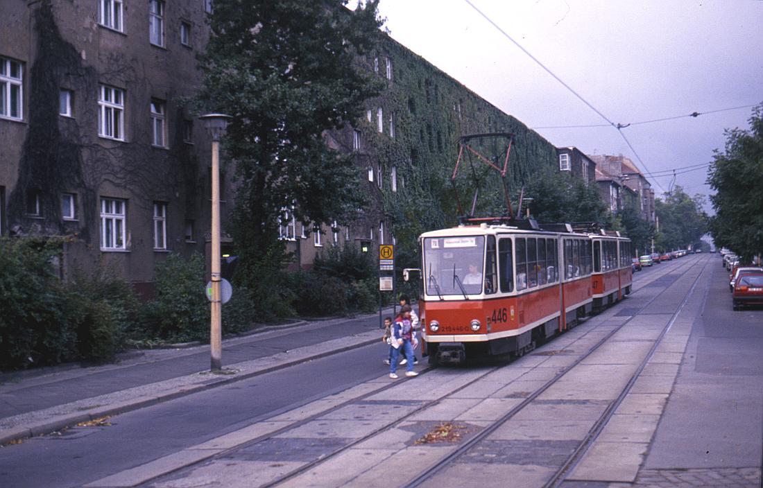http://www.onkel-wom.de/bilder/straba_berlin/straba_b_09-110.jpg