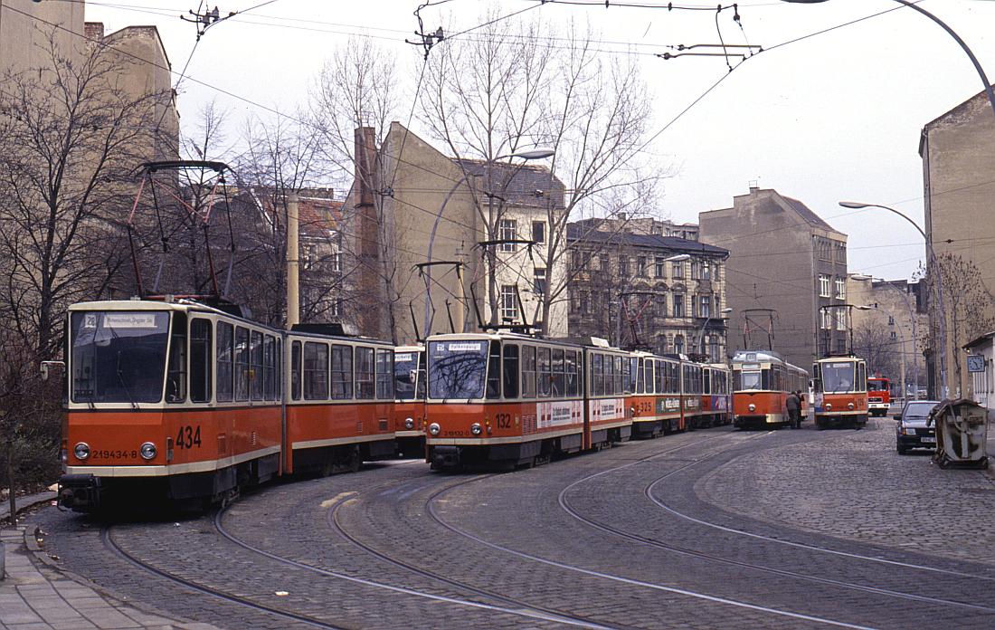 http://www.onkel-wom.de/bilder/straba_berlin/straba_b_09-128.jpg