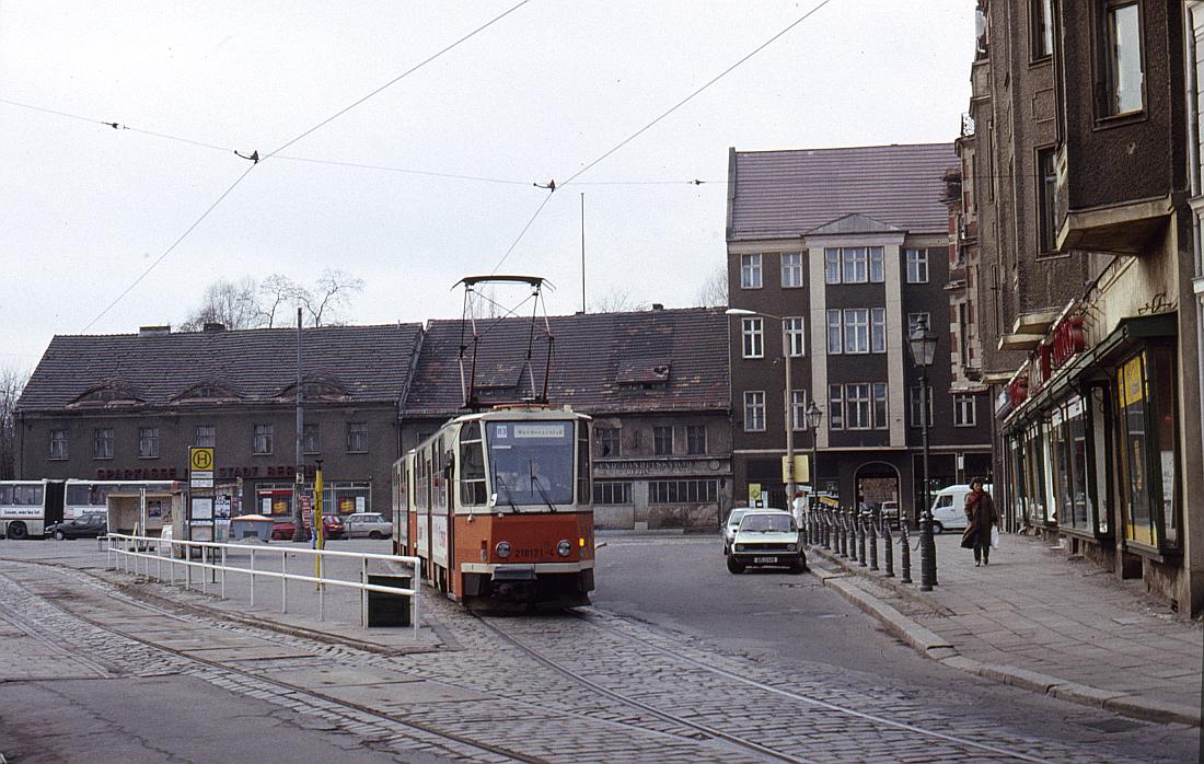 http://www.onkel-wom.de/bilder/straba_berlin/straba_b_09-140.jpg