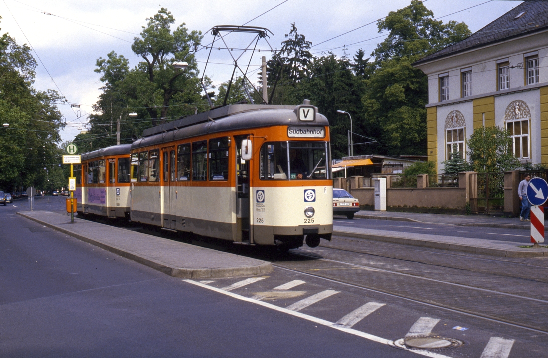 http://www.onkel-wom.de/bilder/straba_frankfurt/straba_f_01-104.jpg