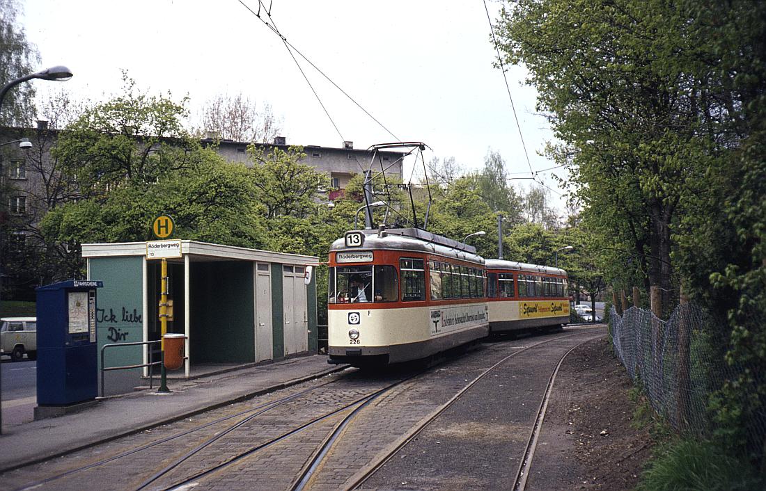 http://www.onkel-wom.de/bilder/straba_frankfurt1/straba_f_17-101.jpg