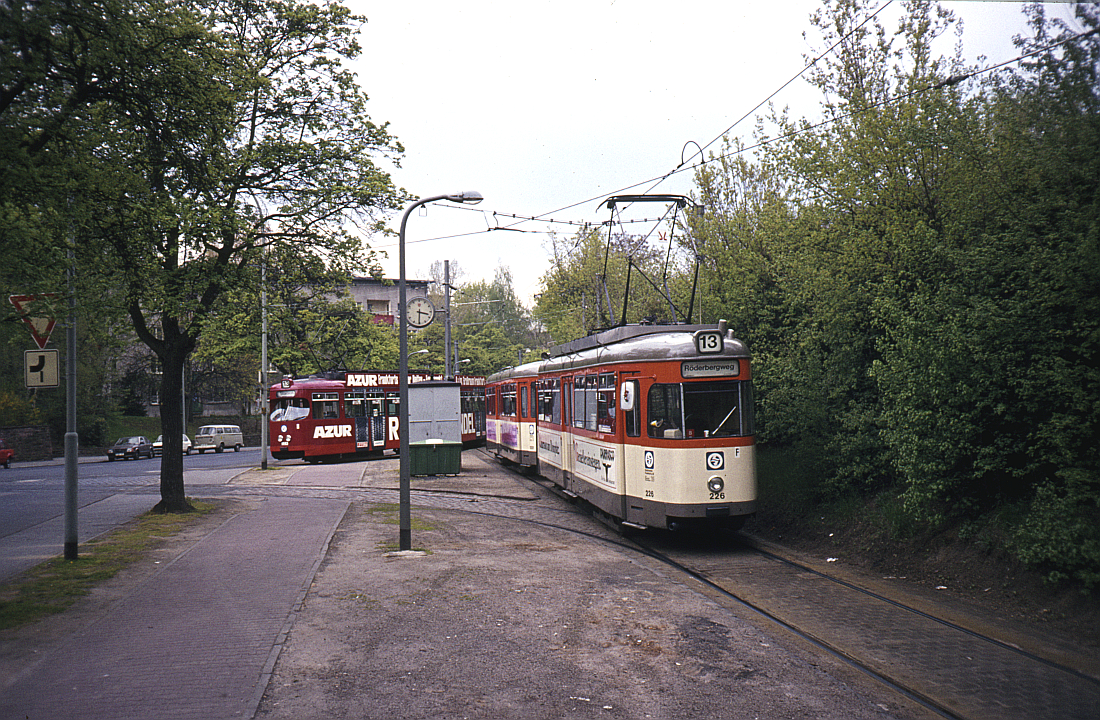 http://www.onkel-wom.de/bilder/straba_frankfurt1/straba_f_17-102.jpg
