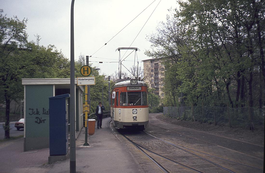http://www.onkel-wom.de/bilder/straba_frankfurt1/straba_f_17-103.jpg