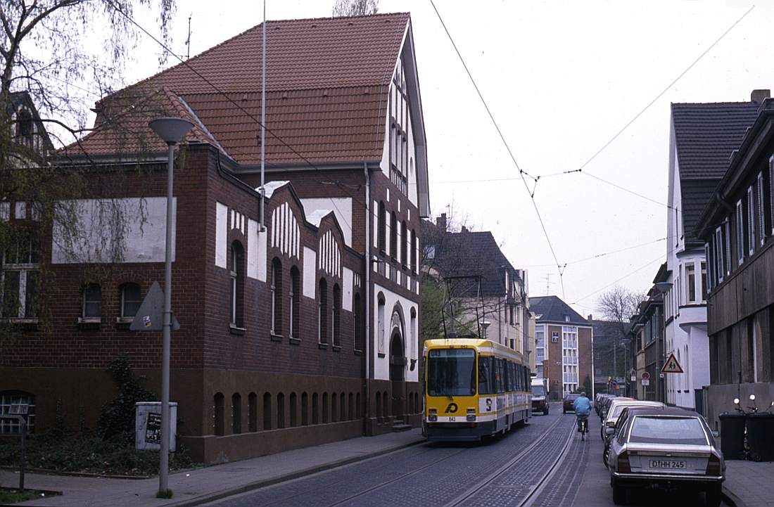 http://www.onkel-wom.de/bilder/straba_krefeld/straba_kr_01-101.jpg