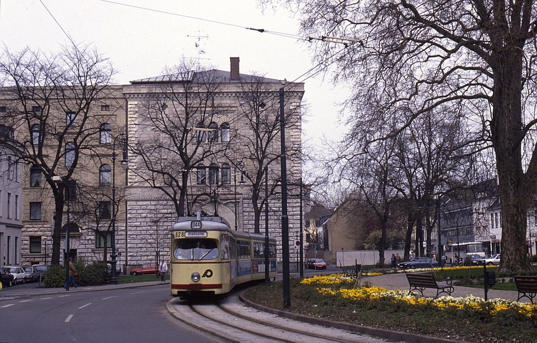 http://www.onkel-wom.de/bilder/straba_krefeld/straba_kr_01-113.jpg